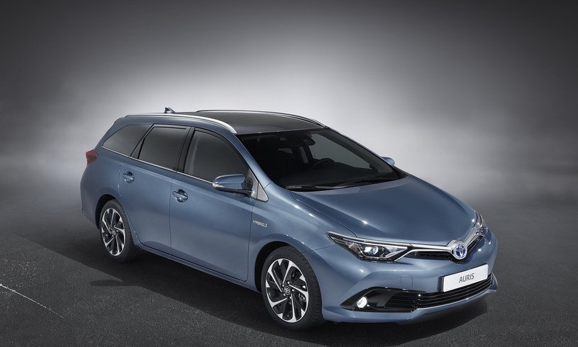 discount toyota auris 1 8 hybrid icon tss 5dr cvt nav leather. Black Bedroom Furniture Sets. Home Design Ideas